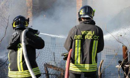 Il fuoco distrugge due case