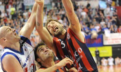 Angelico sbaglia nel finale <br> e Cantù si salva 76-77
