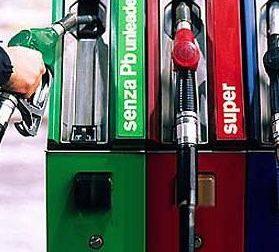 Fate il pieno all'auto: confermati due giorni di sciopero benzinai dalle 6 di mercoledì mattina