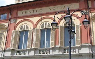 """Le stagioni teatrali per ora si """"arrendono"""": sospesi gli spettacoli di aprile, maggio e giugno"""