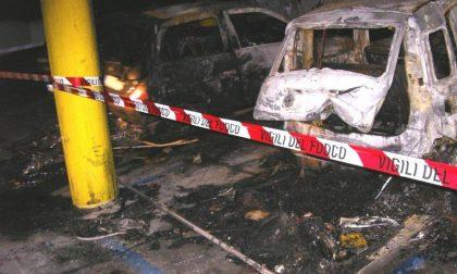 Brucia un'auto nella notte in via Don Sturzo a Biella