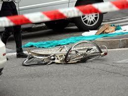 Muore a 74 anni in bici