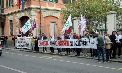Protesta Lega Davanti Prefettura Biella