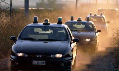 Ladri inseguiti abbandonano l'auto