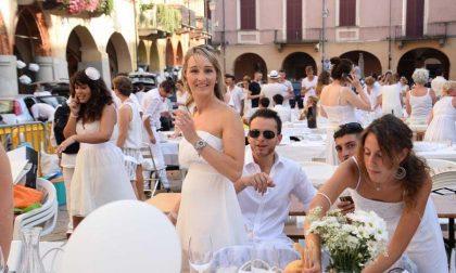Cena In Bianco In Piazza Cisterna