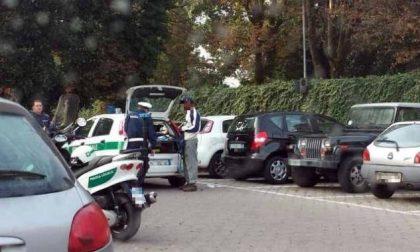 Vigili controllano i parcheggiatori abusivi
