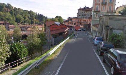 Due ragazze rapinate in costa di Riva