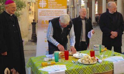 Il vescovo offre ai biellesi il suo pane