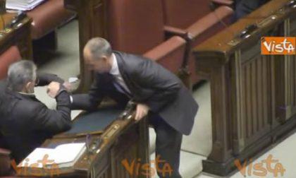 Simonetti (Lega Nord Biella) fa braccio di ferro alla Camera con Bossi