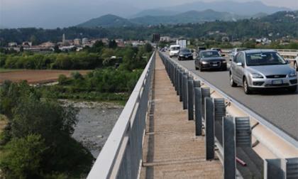 Finanzieri sventano un altro suicidio sul ponte della tangenziale