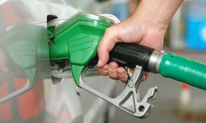 Cala il petrolio, meno benzina e diesel