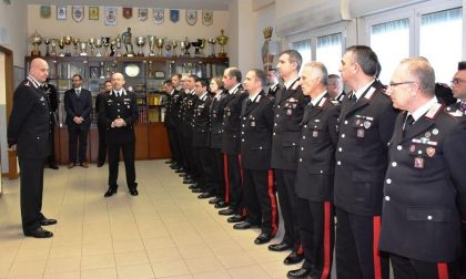 Generale in visita ai carabinieri
