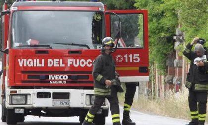 Brucia il tetto, tre intossicati a Dorzano
