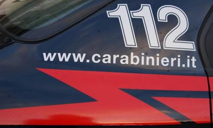 Resto in panne con l'auto, arrivano i carabinieri