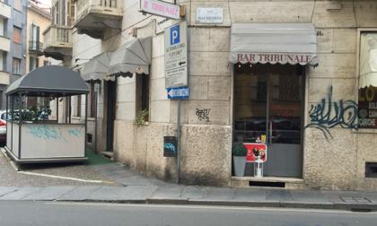 Writer in azione: muri e dehors imbrattati