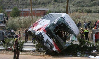 Autobus si schianta, 13 morti