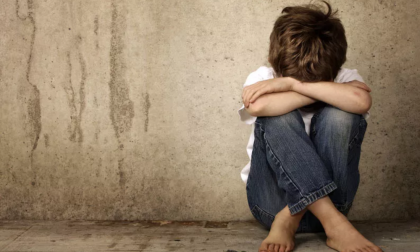 Abusi sulla figlia della compagna: arrestato