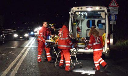 Con l'auto in una scarpata: due feriti