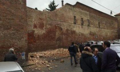 Crolla un muro del Tribunale di Vercelli