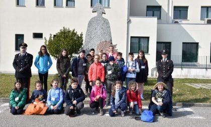 Gli alunni di Cavaglià dai carabinieri