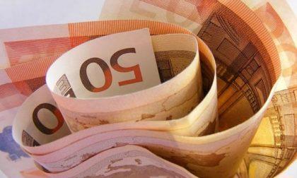 Ruba 500 euro dalla cassa