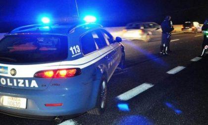 Scaricata dal marito, travolta e uccisa da un'auto