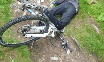 Si sente male alla guida della sua bici, in ospedale