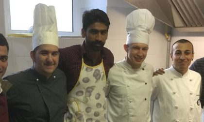 Lezioni di cucina ai migranti pakistani