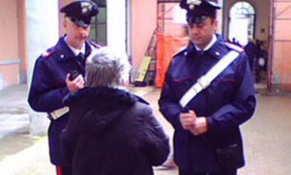 Contro le truffe agli anziani, i carabinieri incontrano la gente