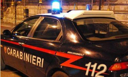 Carabinieri in arrivo e automobilista privo di assicurazione fugge dopo l'incidente