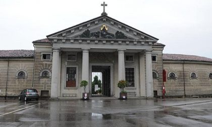Primo novembre: undici cimiteri aperti dalle 7,30 alle 17,30