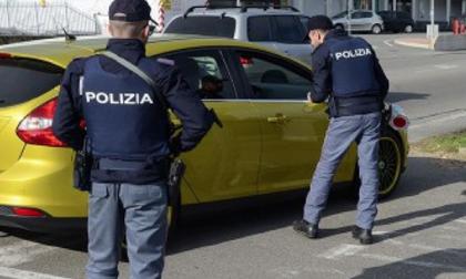 Armi trasportate e detenute in modo irregolare: denunciato dalla Polizia
