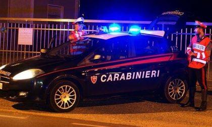 Insulta e minaccia i carabinieri, denunciato