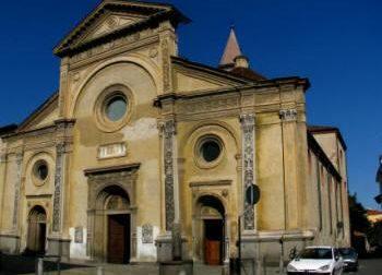 Musulmano semina il panico in chiesa Inneggiava all'Islam.