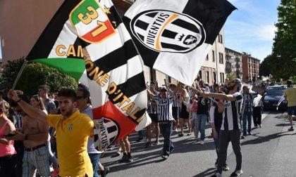 Piatti e bicchieri contro i tifosi della Juve