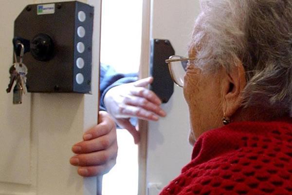Acqua al mercurio: riesce la truffa a un anziana