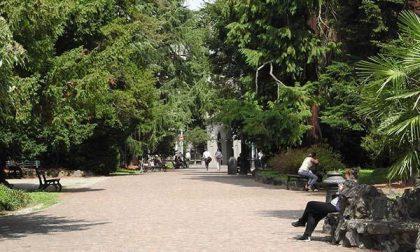 Ai giardini si inaugura la prima panchina rossa
