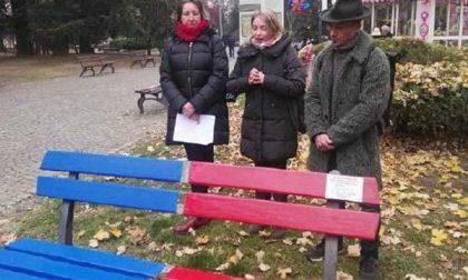 "Inaugurata ai giardini Zumaglini la panchina ""antiviolenza"""