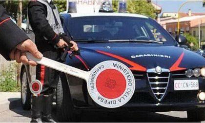 Gli rubano la carta di credito ed effettuano prelievi per 10mila euro: denunciati
