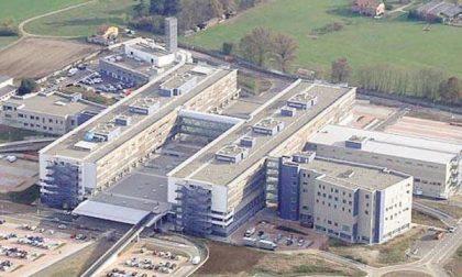 Ospedale di Biella, visite ai degenti: per tutti i reparti una sola persona e con il permesso