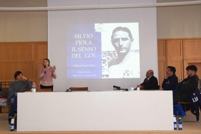 Paola Piola ha parlato del padre Silvio a Palazzo Gromo Losa durante la visita di Azzurri e studenti
