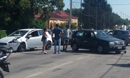 Feriti nell'incidente fra tre auto in via Rondolino a Cavaglià