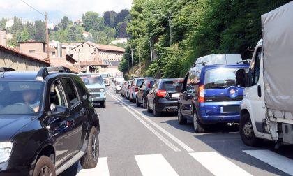 Asfaltature in città, traffico in tilt a Chiavazza FOTO