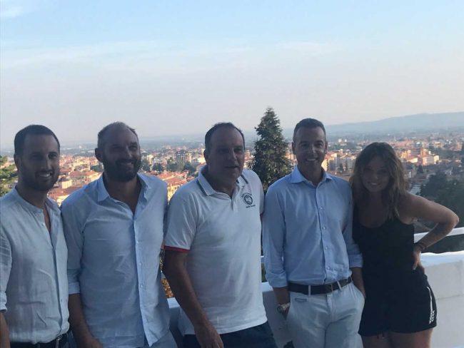 Nella foto lo sponsor Yuri Bodo, Lorenzo Lanza, nuovo direttore del torneo, Cosimo Napolitano, organizzatore dell'evento, Luca Tonetti (responsabile del padel) e Nicole Napolitano.