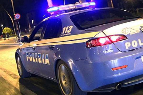 """La polizia scende in campo contro le """"stragi del sabato sera""""."""
