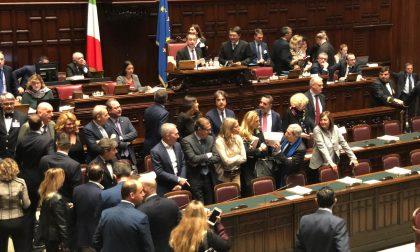 Il deputato Pella occupa i banchi del Governo