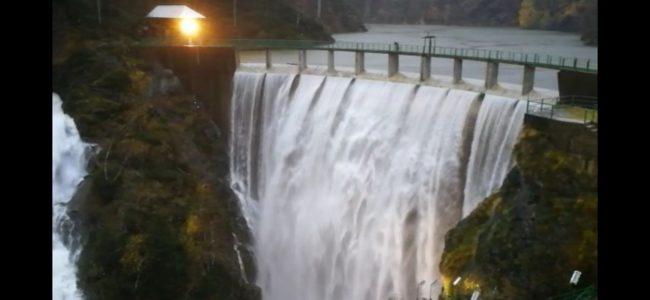Tracima l'acqua alla diga delle Mischie VIDEO