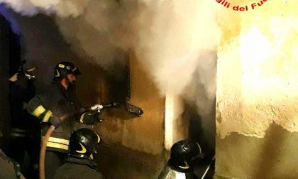 Inferno di fuoco in una casa a Sagliano Micca. Famiglia sfollata