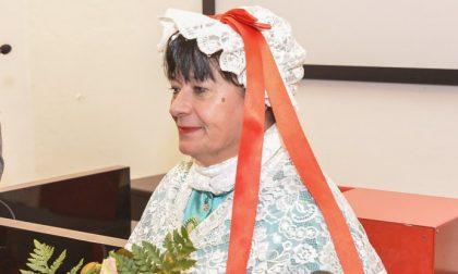 La Catlina cuce mascherine in stoffa per il borgo del Piazzo