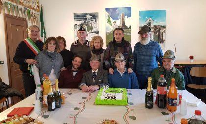 Gli Alpini di Mottalciata hanno festeggiato i 98 anni di Renato Colombo FOTO